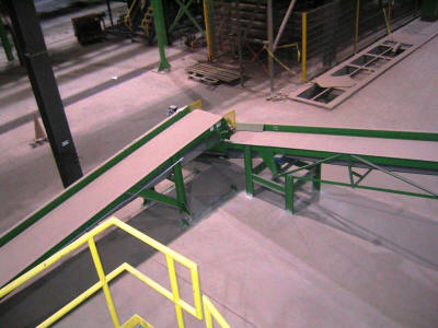 Slider-bed belt conveyor for handling clay scrap.